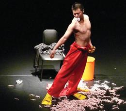 무용가 김남진과 함께 작업한 댄스씨어터 창의 〈미친 백조의 호수〉