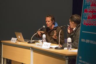 (왼쪽) 독일 기센대학 응용연극학과 출신 다니엘 베첼, 헬가르트 하우크, 슈테판 카에기가 모인 극단 리미니 프로토콜