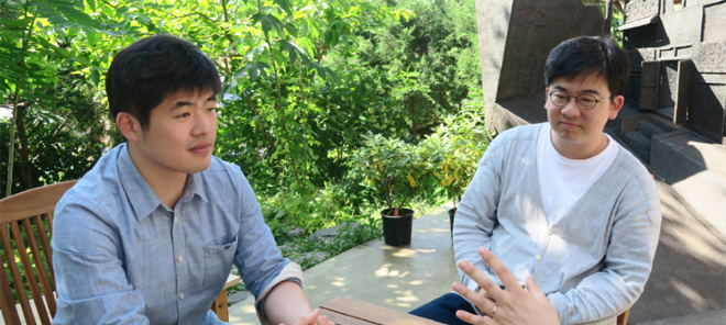 YOO Se-Woom, Director of SE:UM (Left); Bang Yeong-mun, Art Director (Right)
