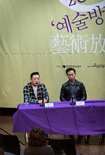 Jambinai Director Kim Hyung-kun (L) and member Lee Il-woo (R) ©Gwak Eun-jin