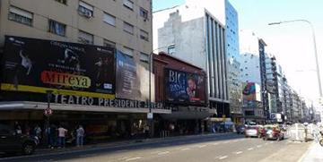 부에노스아이레스 극장가 코리엔테스 거리 모습